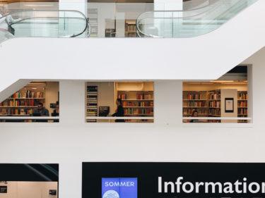 コペンハーゲン中央図書館へ。大胆な吹き抜けに目を奪われる